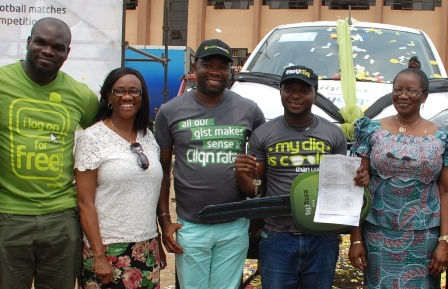 (L-R): Manager, Events, Etisalat Nigeria, Ufuoma Dogun; Registrar, Student Affairs, Ignatius Ajuru University of Education, Dr. (Mrs.) Veronica Okogbaa; Head, South South Region, Etisalat Nigeria, Enekwachi Aja; winner of Kia Picanto brand new car, Onyekwere Melvinton and Vice Chancellor, Ignatius Ajuru University of Education, Professor Rosemond Dienye Green - Osahogulu, during the presentation of car to the winner at the Etisalat Cliqfest concert.