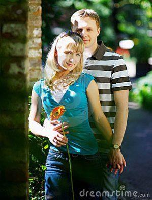 lovers-man-woman-romantic-date-park-13450383