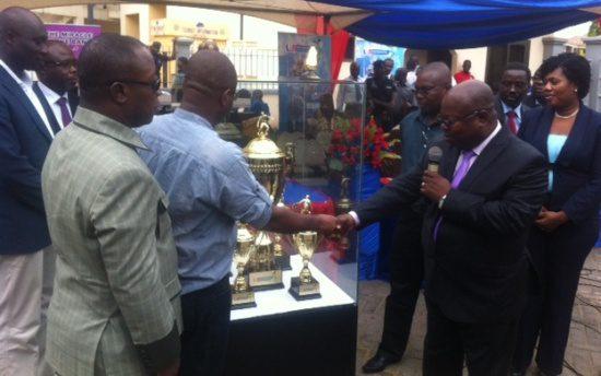Ghana FA boss Kwesi Nyantakyi recieving the new Premier League trophy