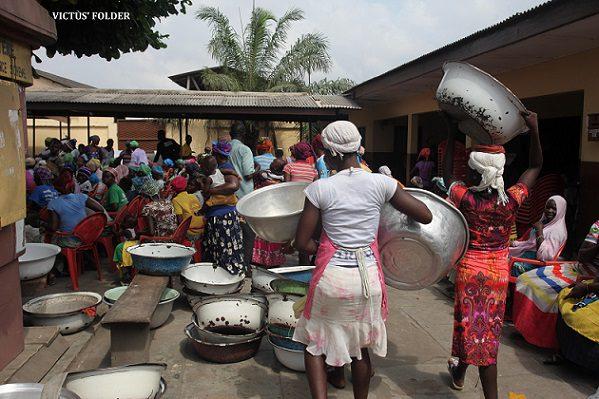 wpid-Ghanaian-Female-Porters-kayayei.jpg