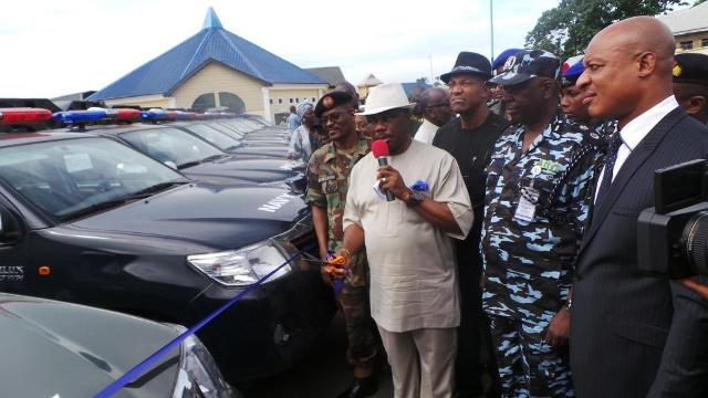 """Chief Willie Obiano, Executive Governor of Anambra State (2nd L) A. J Fagge, GOC 302 Division, Nigerian Army, Onitsha (L) Dr. Nkem Okeke, Deputy Governor, Anambra State (3rd L), Usman Gwary, Anambra State Commissioner of Police(2nd R) and Austin Okiyi, Director, SSS, Anambra State at the presentation of 25 patrol vehicles to the members the Joint Task Force on Security to launch the war against criminals code-named 'Operation Kpochapu"""" in the state...Monday"""