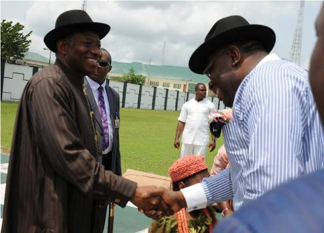 Gov Dickson welcomed President Goodluck Jonathan  at the Bayelsa State Government House helipad, when Mr President Arrived Yenagoa, Bayelsa for the Wedding Ceremony of his Daughter