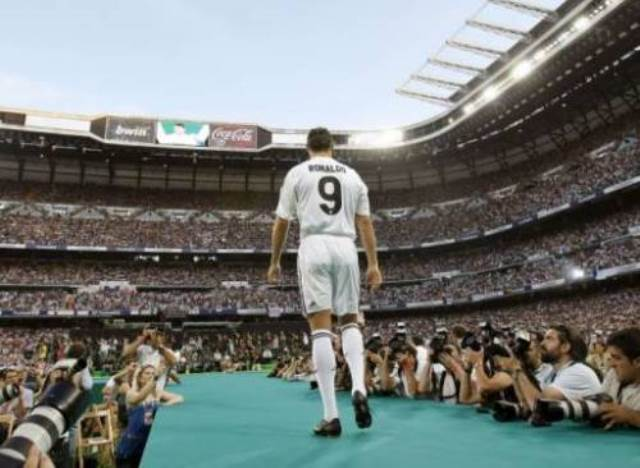 Ronaldo unveiled to Bernabeu crowd after transfer from Manchester United