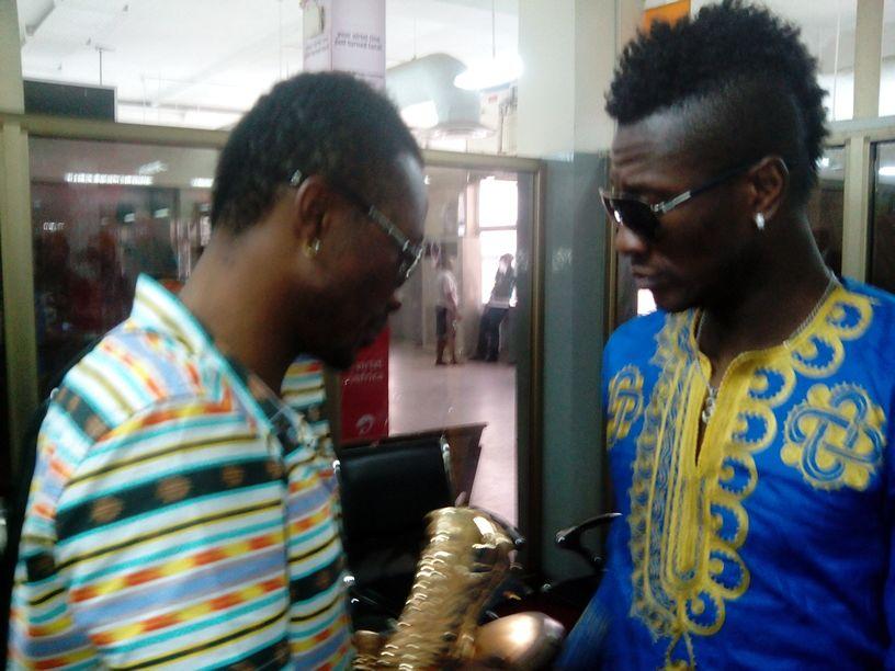 Asamoah Gyan (right) and his elder brother Baffour Gyan.