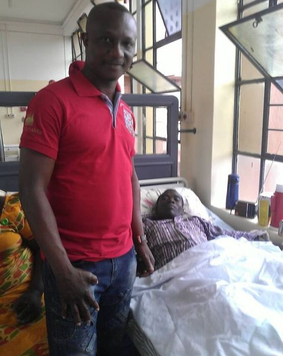 Kwesi Appiah visits Baby Joe at the Komfo Anokye Hospital