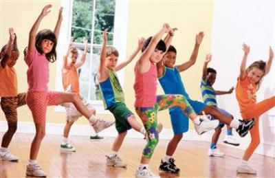 Children exercisig