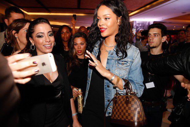 Rihanna-leaving-hotel