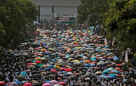 Students demonstrated at the Chinese University of Hong Kong on Monday. CreditBobby Yip/Reuters