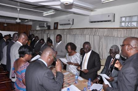 Health  Minister,  Dr  Kweku  Agyemang-Mensah  swearing  the  newly  Board  members both  Komfo  Anokye  and  Korle-Bu.