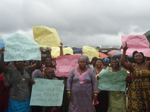 Picture showing a cross section of the Eke-Awka market women protesting the imposition of a caretaker committee chairman led by ASMATU