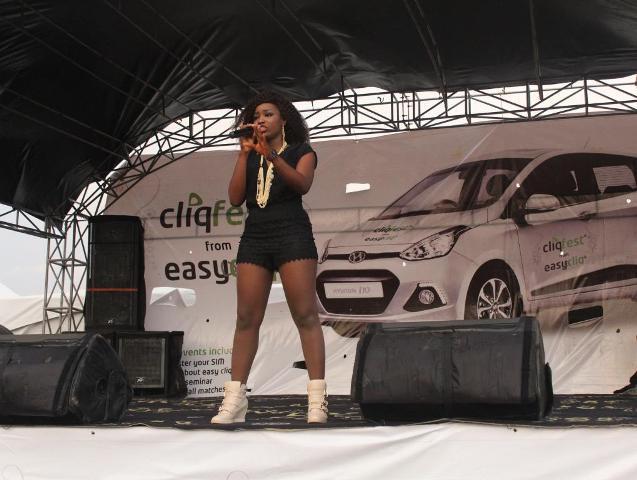 Winner of Etisalat Sponsored Nigerian Idol Season IV, Zibili Evelyn (Evelle) performing at the Etisalat Cliqfest, University of Lagos, UNILAG recently.