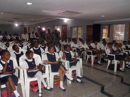 Students Listen to Zuriel Speak