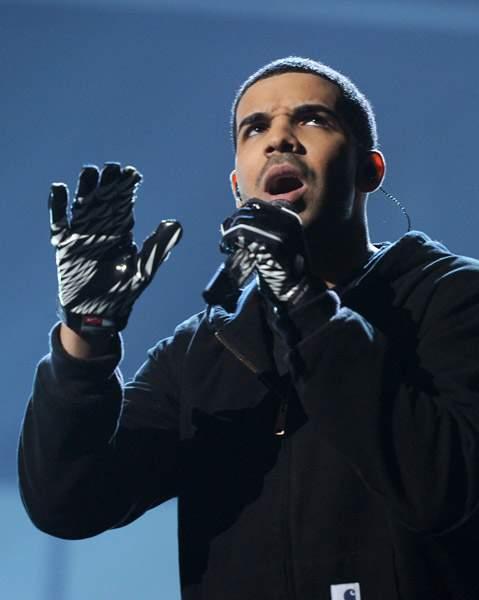 Drake Peforming At America Music Awards1