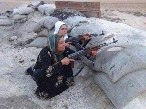 This photo was tweeted with the caption: ?Kurdish family vs ISIS terorist in Kobane. Kurds in Kobane need help!?