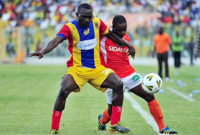 Nuhu Fuseini of New Edubiase challenging Osei Bonsu of Accra Hearts of Oak