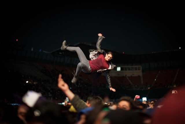 """Attendees react during the presentation of the group """"Molotov"""" during the 2015 Ibero-American Musical Culture Festival Vive Latino, at Foro Sol, in Mexico City, capital of Mexico, on March 15, 2015. (Xinhua/Pedro Mera) (rtg)"""
