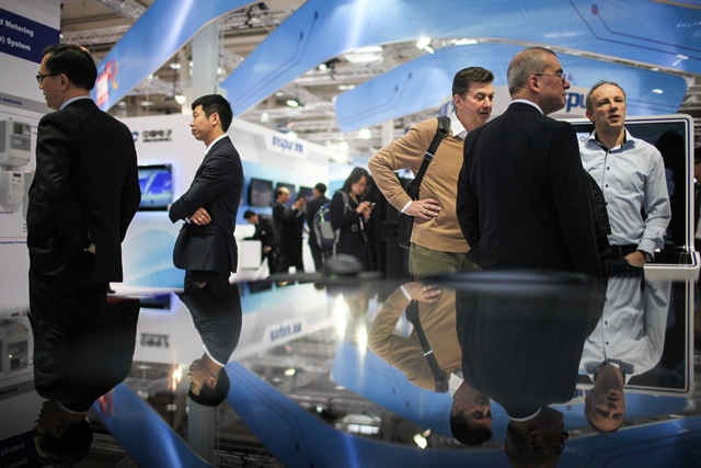 Visitors talk at the Chinese section of 2015 CeBIT Technology Trade fair in Hanover, Germany, on March 16, 2015. Top IT business fair CeBIT 2015, which features a strong Chinese presence this year, opened on Sunday in Hanover. (Xinhua/Zhang Fan)