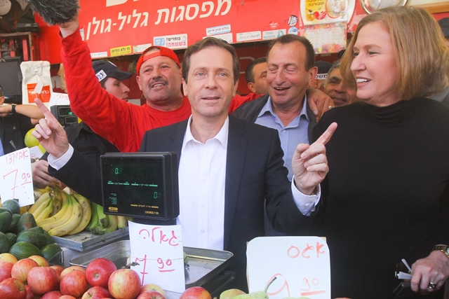 File photograph taken on March 12, 2015, shows Israel's Zionist Union leaders Isaac Herzog (C) and Tzipi Livni (1st R) with a vendor during a campaign stop at a fruit and vegetable market in Tel Aviv, Israel. Zionist Union's co-leader Tzipi Livni said Monday she would forgo a deal to rotate premiership with Isaac Herzog, in a last ditch attempt to win support for the party just one day before parliamentary elections. Livni, head of the Hatnua party, teamed up with the Labor party in December last year. (Xinhua/JINI/Roni Schutzer)