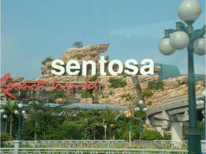 5065237-Around_Sentosa_Island_via_the_Sentosa_Express_Singapore