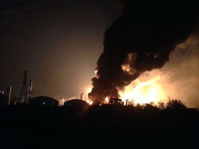 Photo taken on April 6, 2015 shows the scene where a chemical plant blast in Zhangzhou, southeast China's Fujian Province. The blast took place at around 6: 50 p.m. Monday, local authorities said. Monday's blast at the chemical plant is the second in 20 months. No casualties have been reported so far.  (Xinhua) (zwx)