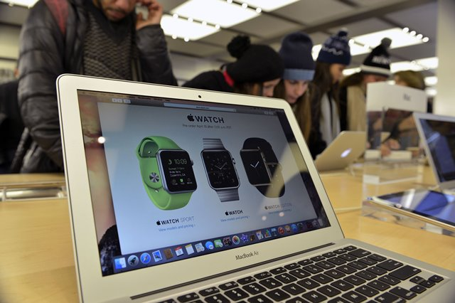 Customers test Apple products at Apple flag store in Manhattan, New York, the United States, on April 9, 2015. Apple Watch, the first Apple product to be worn, will be available for purchase online on April 24, and customers can pre-order from April 10. (Xinhua/Wang Lei)