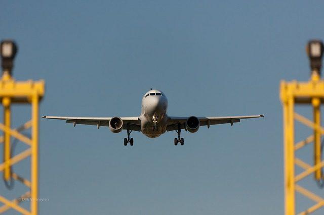 plane-330487_640