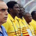 Ghana's head coach Avram Grant of Israel stands with his players as they listen to their national anthem before their quarter-final soccer match of the 2015 African Cup of Nations against Guinea in Malabo February 1, 2015. REUTERS/Amr Abdallah Dalsh