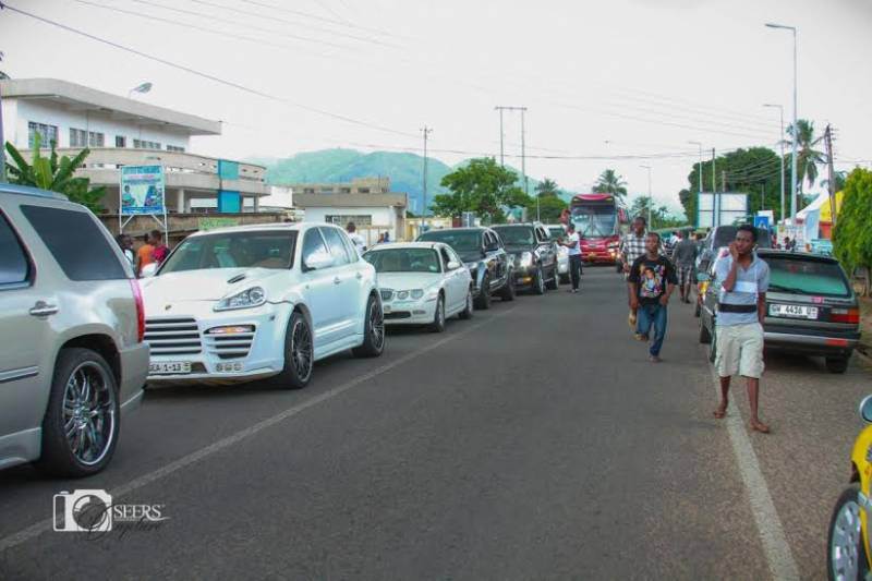 The luxurious cars paraded in the massive road show