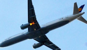 Passengers Force 2 Pakistani Parliamentarians A Off Plane